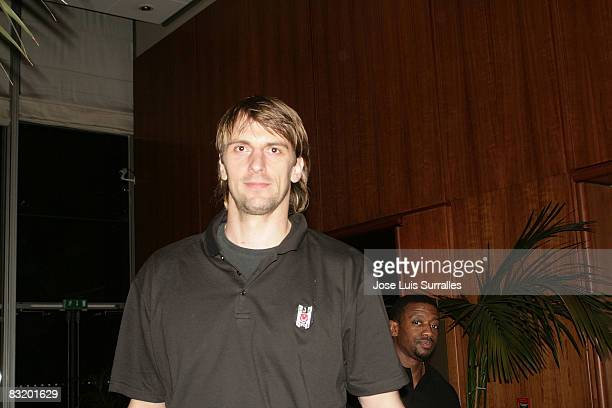 de Besiktas Cola Turka Sandro Nicevic arriving to hotel Le Meridien in the ULEB Cup Final 8 will play at the Palavela on April 8 2008 in Turin Italy