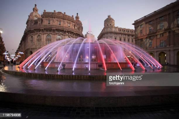 de ferrari fountain at night genoa - fotofojanini foto e immagini stock