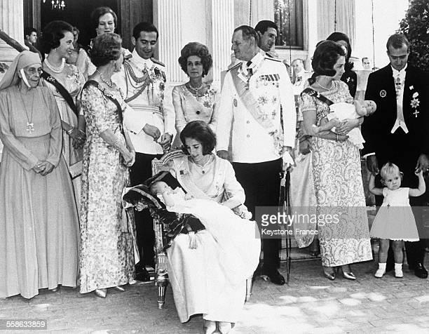 De gauche a droite devant le Palais Royal d'Athenes apres la ceremonie de bapteme la Princesse Louise la Princesse Benedikte la Reine Ingrid du...