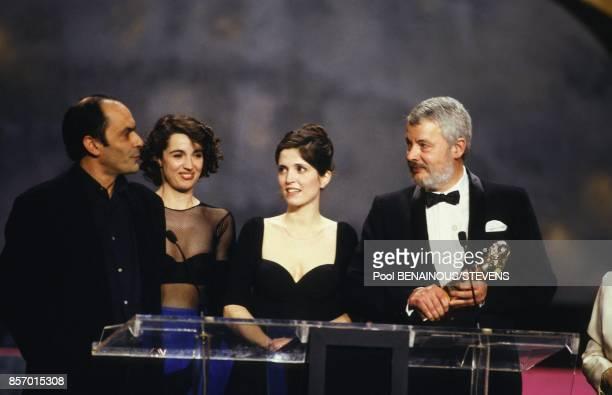 De gauche a droite JeanPierre Bacri Zabou Agnes Jaoui et Stephan Meldegg lors de la 6eme Nuit des Molieres le 6 avril 1992 a Paris France