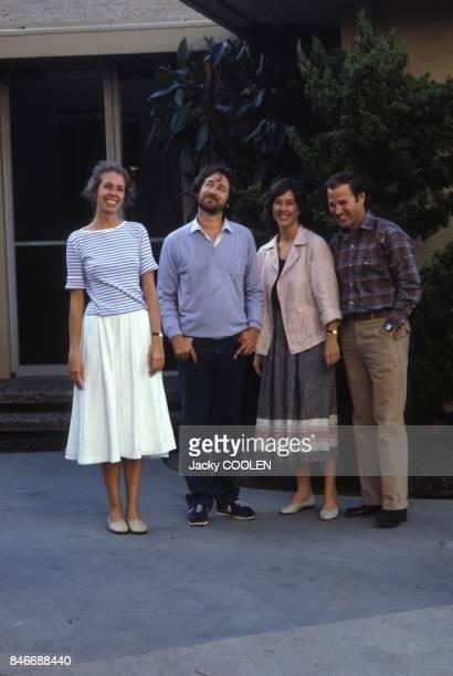 De gauche a droite Melissa Mathison Steven Spielberg Kathleen Kennedy et Frank Marshall les quatre createurs de 'ET' l'extraterrestre en octobre 1982...