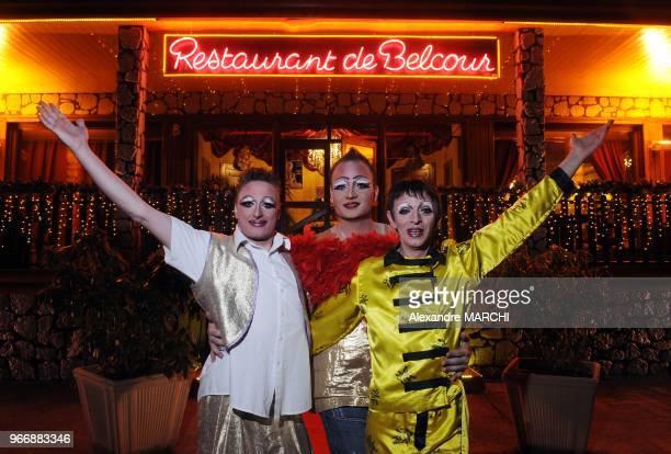 De gauche a droite quelques minutes avant le show Manu alias 'Gribouille' Christophe alias 'Lady Starlight' et le patron Andre alias 'Plessy'