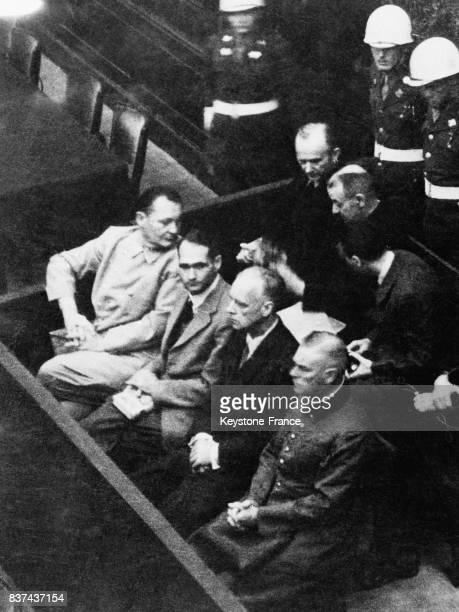 De gauche à droite Goering Hess Ribbentrop et Keitel au premier rang Doenitz Raeder et Schirach au deuxième rang pendant l'appelation de leurs noms à...