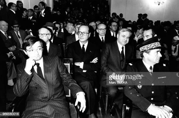 De gauche à droite Jacques Attali derrière lui Alain de Rothschild président du Crif Jacques Chirac l'ambassadeur d'Israël Meir Rosenne Robert...