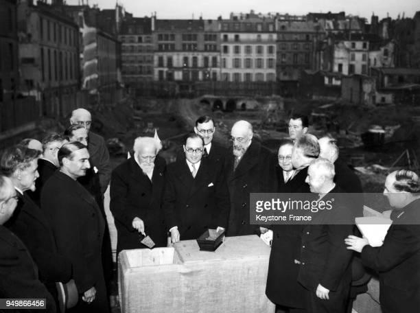 De gauche droite Jean ZAY le Professeur PERRIN le recteur CHARLETY le doyen de la Facult le Prsident du Conseil municipal Raymond LAURENT ralisant la...