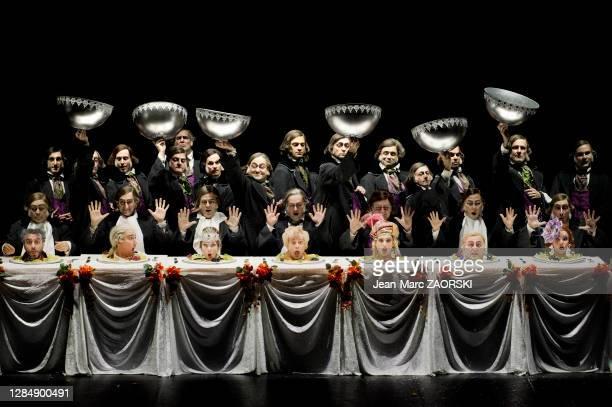 De gauche à droite, le baryton-basse italien Simone Alberghini , le ténor français Cyrille Dubois , la mezzo-soprano canadienne Michèle Losier , le...