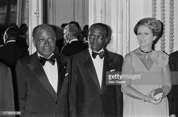 Le président de la République de Côte d'Ivoire : Félix Houphouët-Boigny, le président du Sénégal : Leopold Senghor et sa femme Colette Hubert...