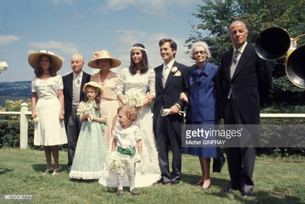 De gauche à droite MarieHélélène de Rothschild Guy de Rothschild avec sa première épouse Alix Schey de Koromla lors du mariage de David de Rothschild...