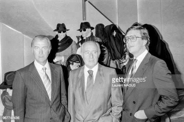 De gauche à droite Roberto Gucci Giorgio Gucci et Maurizio Gucci lors de l'ouverture d'une boutique le 21 septembre 1983 à Paris France