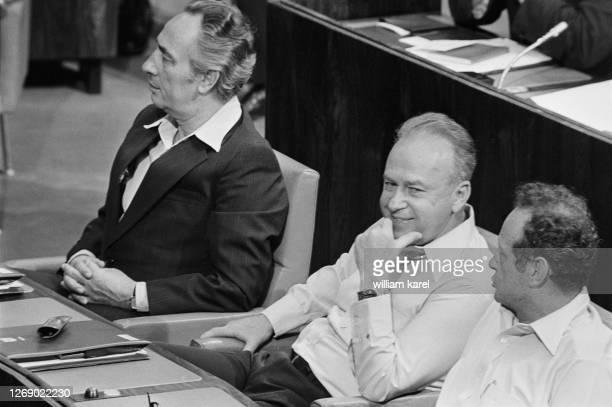 Shimon Perez, Yitzhak Rabin et Yigal Allon du Parti travailliste israélien lors de la rentrée parlementaire à la Knesset en mai 1977 à Jérusalem,...