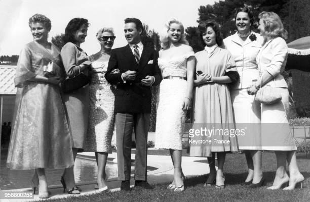 De gauche à droite Waltraut Haas actrice autrichienne Yvonne Furneaux Ginger Rogers Richard Todd Diana Dors Susan Hayward La Bégum et Nicole Courcel...