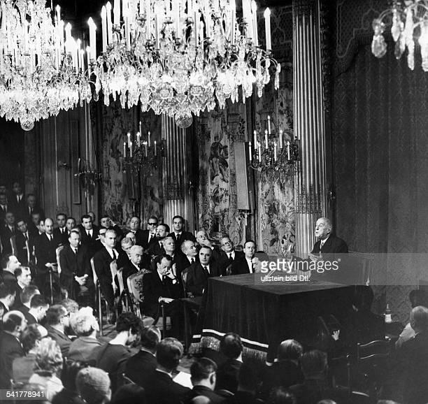 De Gaulle Charles *22111890Politiker General FrankreichStaatspraesident von 19591969 bei einer Ansprache zu Beginn seiner zweiten Amtszeit an...