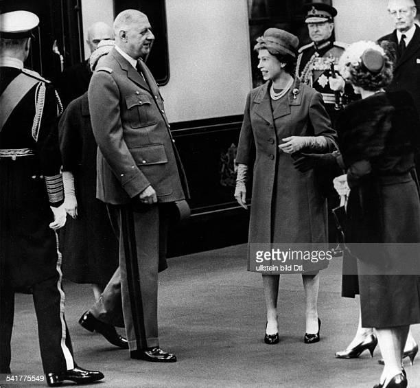 De Gaulle Charles *22111890Politiker General FrankreichStaatspraesident von 19591969 Staatsbesuch in Grossbritannien Ankunft in der Londoner...