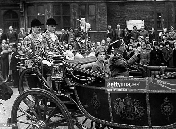 De Gaulle Charles *22111890Politiker General FrankreichStaatspraesident von 19591969 Staatsbesuch in Grossbritannienin der offenen Staatskutsche...