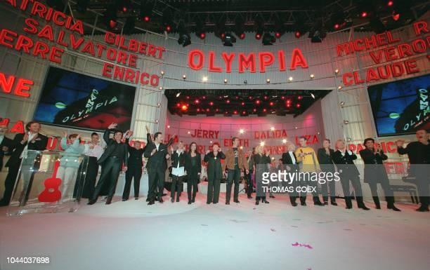 De nombreuses personnalités fêtent, le 14 avril 1997, la clôture temporaire de l'Olympia, le célèbre music-hall où ont entre autres défilé les...