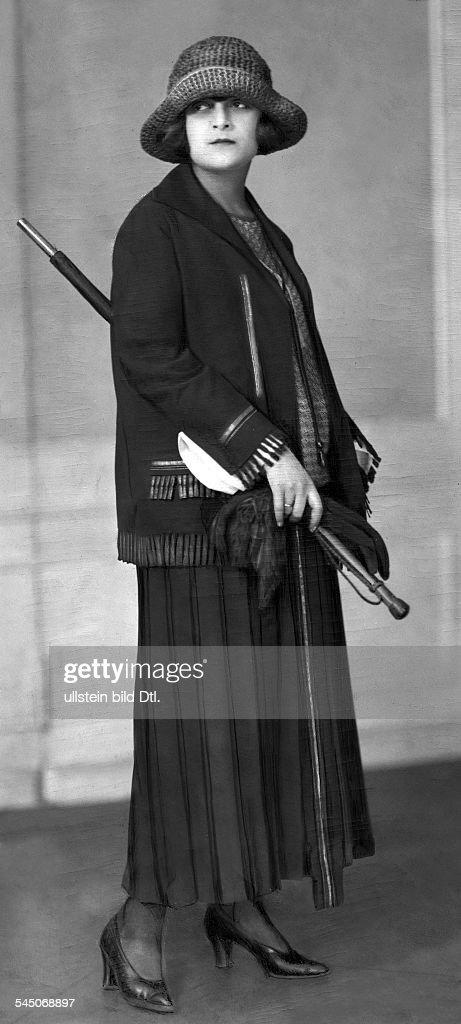 de Putti, Lya - Actress, dancer, Hungary - *10.01.1897-27.11.1931+ in a Joanne Lanvin dress by Manheimer - published: 'Dame' 14/1922 - 1922 Vintage property of ullstein bild : News Photo