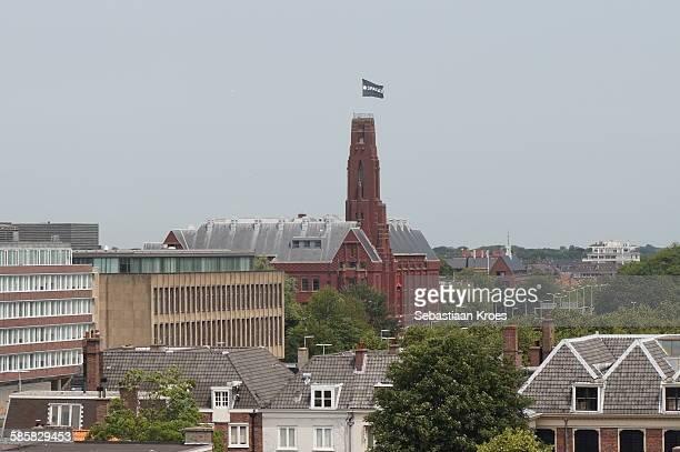 De Rode Olifant and skyline