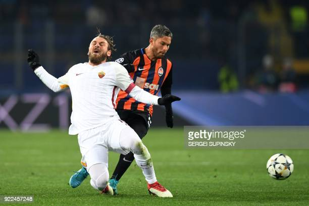 de Roma's Italian midfielder Daniele De Rossi vies for the ball with Shakhtar Donetsk's midfielder Marlos during the UEFA Champions League round of...