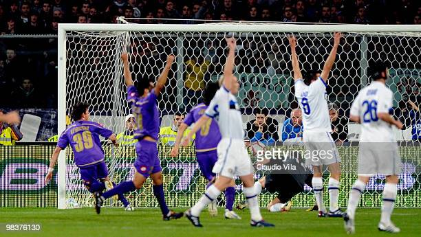 De Souza Keirrison of ACF Fiorentina scores the first goal during the Serie A match between ACF Fiorentina and FC Internazionale Milano at Stadio...