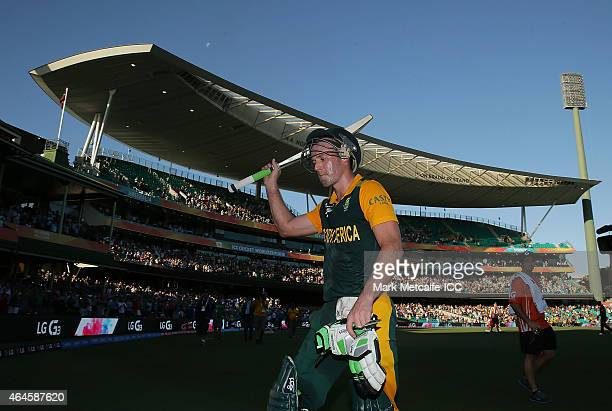 AB de Villiers of South Africa acknowledges the crowd as he walks from the field after scoring an unbeaten 162 during the 2015 ICC Cricket World Cup...