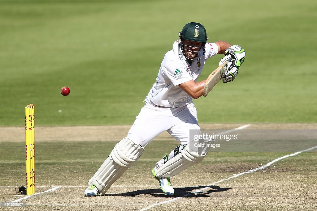 AB de Villiers of South Africa sets off for a run during day 4 of the 2nd Sunfoil Test match between South Africa and Pakistan at Sahara Park Newlands on February 17, 2013 in Cape Town, South Africa.