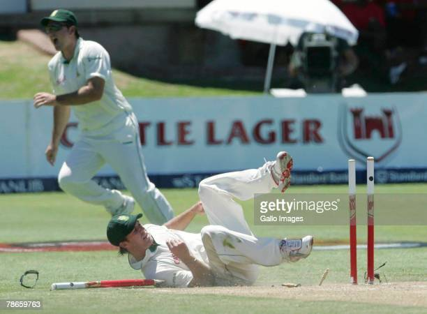 AB de Villiers runs out Darren Sammy for 38 runs during Day 2 of the 1st test match between South Africa and West Indies on December 27 2007 in Port...