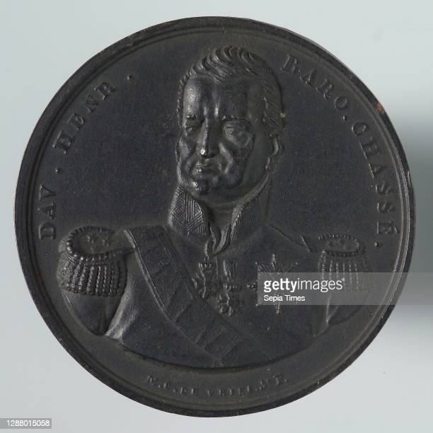 De Vries jr., Medal on the defense of the Citadel of Antwerp, penning footage iron, bust of Chassé forward, omschrift DAV. HENR - BARO. CHASSé under...