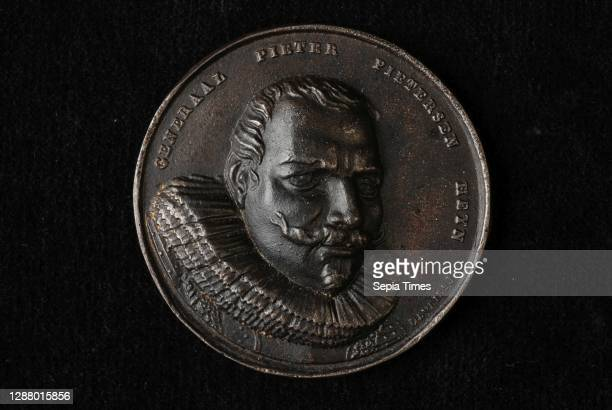 De Vries jr., Medal with Pieter Pietersz. Heyn , penning footage iron, molded Portrait head of Piet Hein to the right and to the legend; reverse side...