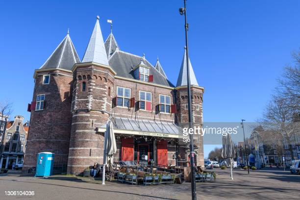 """de waag on an empty nieuwmarkt square or new market square in amsterdam during the coronavirus lockdown - """"sjoerd van der wal"""" or """"sjo"""" stock pictures, royalty-free photos & images"""