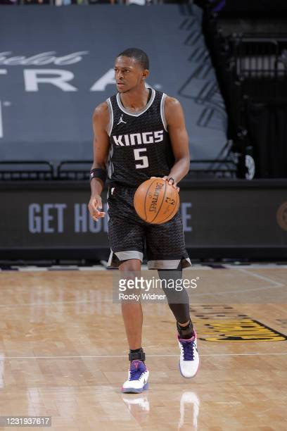 De'Aaron Fox of the Sacramento Kings dribbles the ball during the game against the Golden State Warriors on March 25, 2021 at Golden 1 Center in...