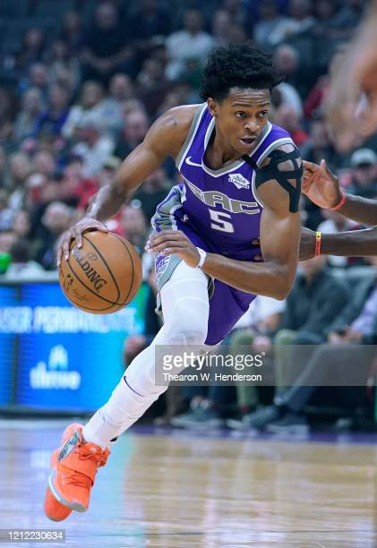 De'Aaron Fox of the Sacramento Kings dribbles the ball up court against the Toronto Raptors during the first half of an NBA basketball game at Golden...