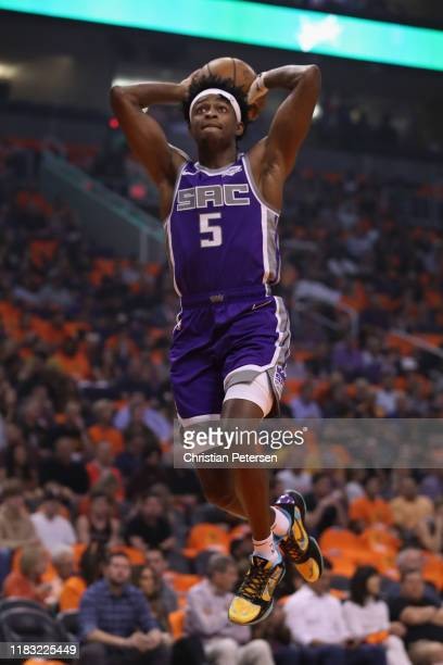 De'Aaron Fox of the Sacramento Kings drives to the basket against the Phoenix Suns during the first half of the NBA game at Talking Stick Resort...