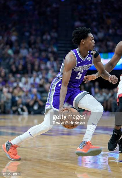De'Aaron Fox of the Sacramento Kings drives towards the basket against the Toronto Raptors during the first half of an NBA basketball game at Golden...