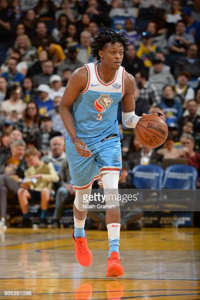 De'Aaron Fox of the Sacramento Kings handles the ball during the game against the Golden State Warriors on March 16 2018 at ORACLE Arena in Oakland...