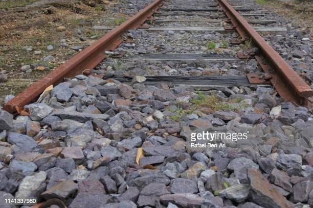 dead end of a railway train - rafael ben ari 個照片及圖片檔