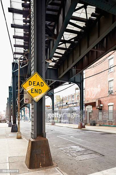 dead end sign - queens fotografías e imágenes de stock