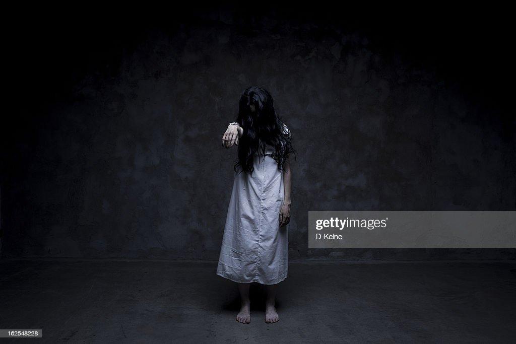 Dead girl : Stock Photo