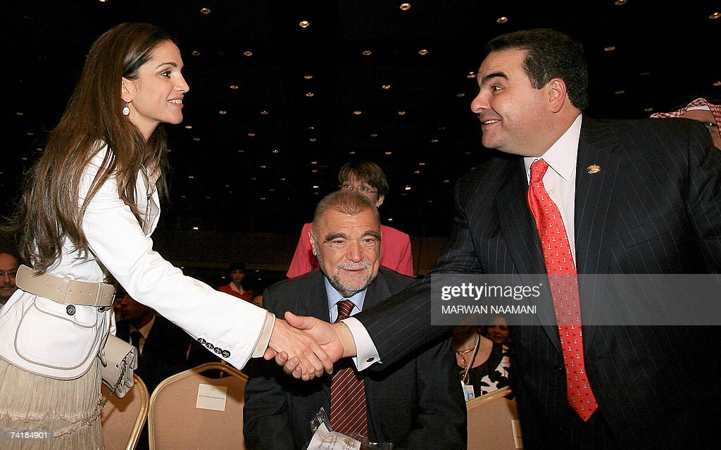 Queen Rania Of Jordan Shakes Hand With Salvadorean President Elias Photo D Actualite Getty Images