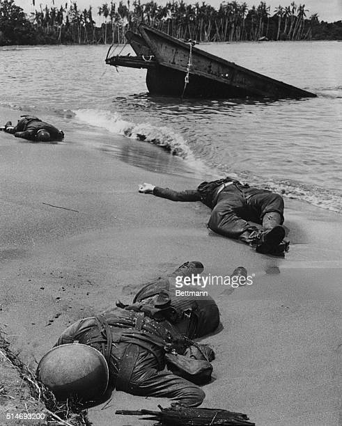Dead US Marines on Papua New Guineau during Pacific War This was the first photograph to show American war dead during World War 2 It was shown in...