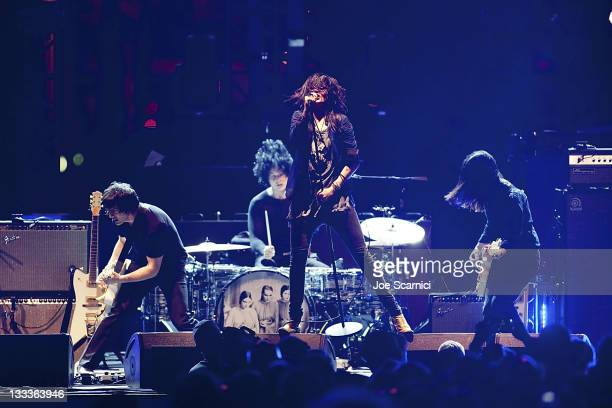 Dean Fertita of Queens of the Stone Age Jack White of the White Stripes Alison Mosshart of The Kills and Jack Lawrence of The Raconteurs perform as...