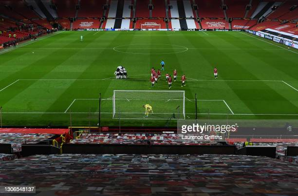 Dean Henderson of Manchester United and teammates look dejected as players of A.C. Milan celebrate their team's first goal during the UEFA Europa...
