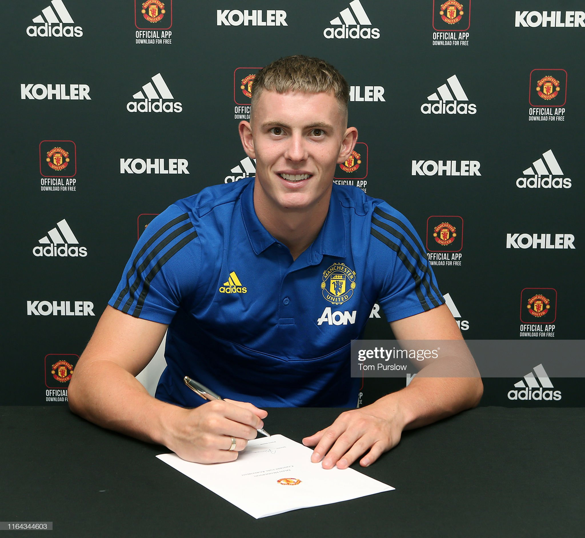 Dean Henderson Signs a New Contract at Manchester United : News Photo