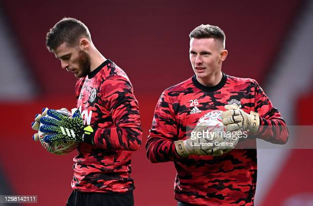 Dean Henderson of Manchester United warms up with team mate David De Gea ahead of The Emirates FA Cup Fourth Round match between Manchester United...