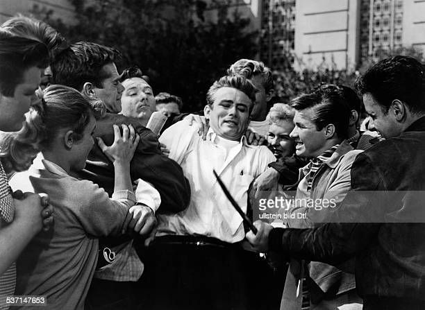 Dean James Actor USA Scene from the movie 'Rebel without a Cause'' Directed by Nicholas Ray USA 1955 Vintage property of ullstein bild
