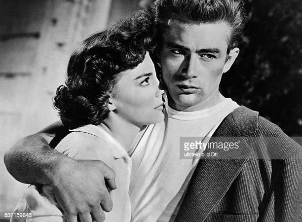 Dean James Actor USA Scene from the movie 'Rebel Without a Cause'' with Natalie Wood Directed by Nicholas Ray USA 1955 Produced by Warner Bros...