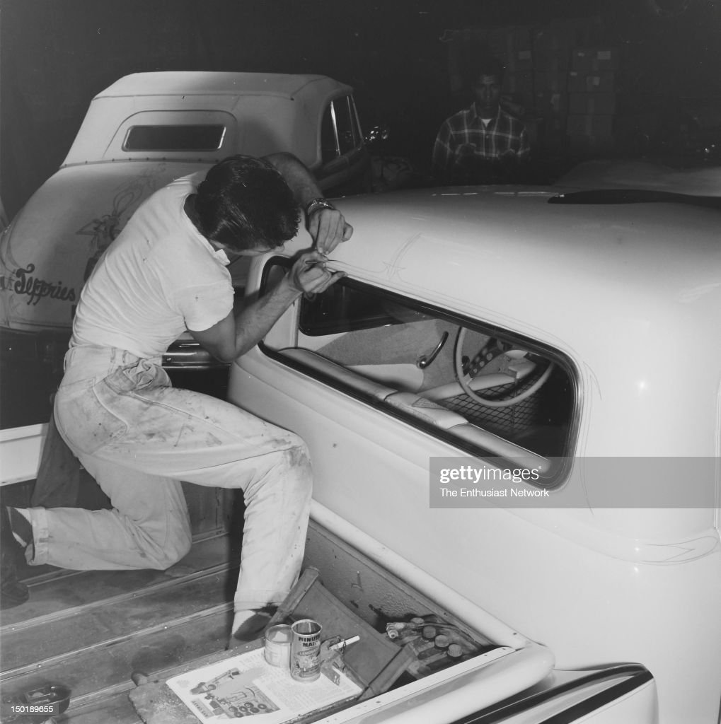 Dean Jeffries Demostrates Pickup Truck Pinstriping Pictures | Getty ...