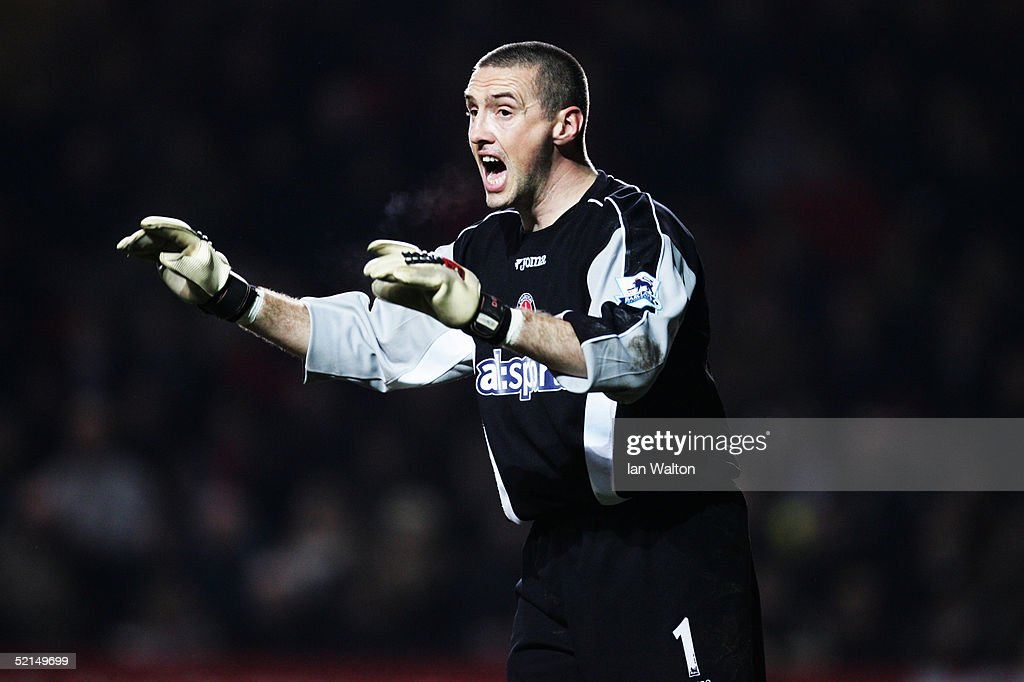 Dean Kiely of Charlton Athletic organises his defence during the Barclays Premiership match between Charlton Athletic and Liverpool at The Valley on February 1, 2005 in London, England.