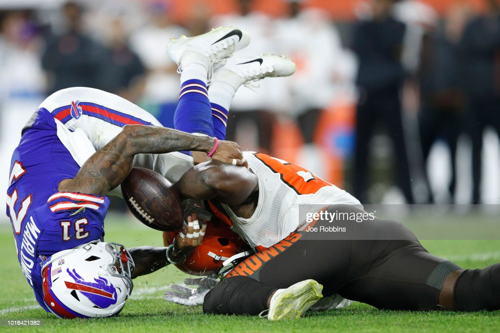 Dean Marlowe #31 of the Buffalo Bills breaks up a pass intended for Orson Charles #82 of the Cleveland Browns in the third quarter of a preseason game at FirstEnergy Stadium on August 17, 2018 in Cleveland, Ohio.