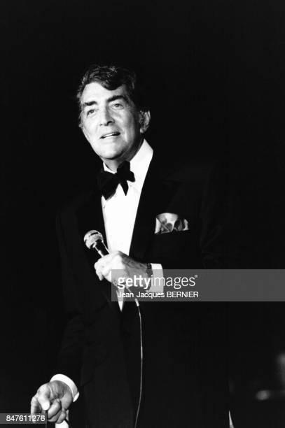 Dean Martin participe a un gala au Moulin Rouge au profit de la FAVA en juillet 1984 a Paris France