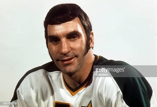 Dean Prentice of the Minnesota North Stars poses for a portrait circa 1973 in Bloomington, Minnesota.